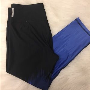 Capri workout leggings size M